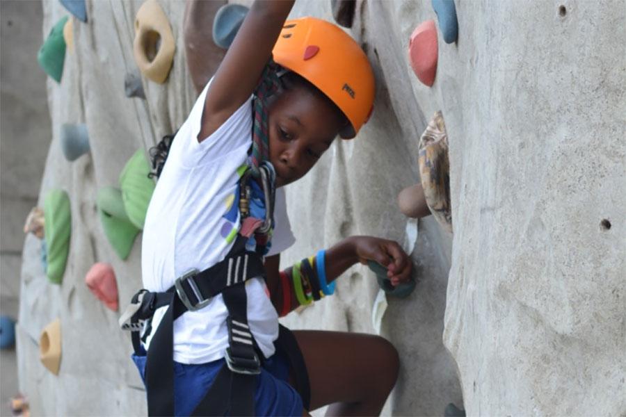 amenities-climbing-wall-1