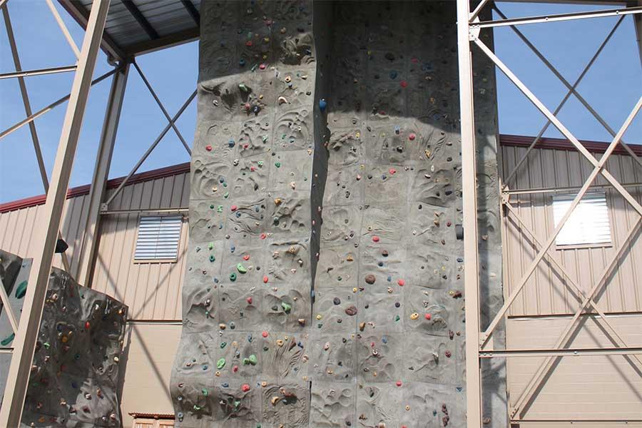 amenities-climbing-wall-2