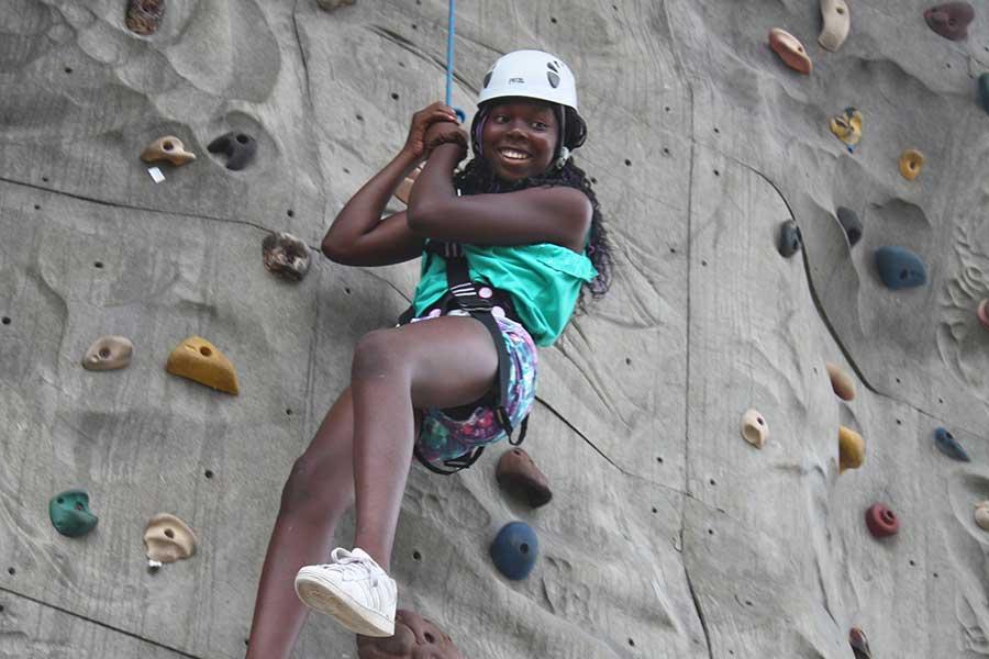 amenities-climbing-wall-3